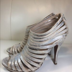 Vera wang leather sandals